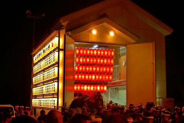尾生町のだんじり小屋(格納庫)と提灯
