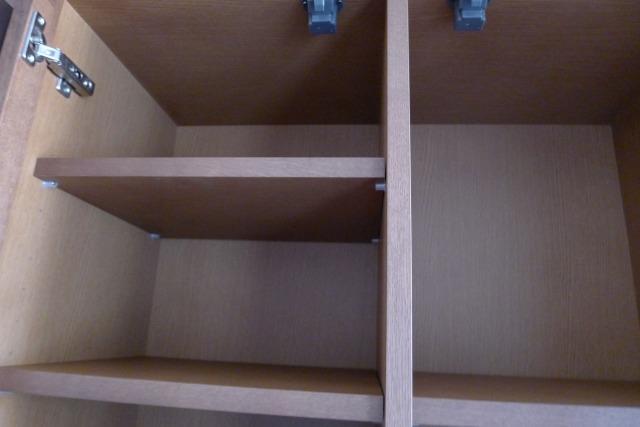 カリモクのHU2405MHとHU2900MHの本箱の内部