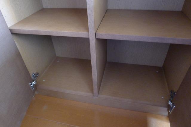 カリモクのHU2405MHとHU2900MHの本箱下台の内部