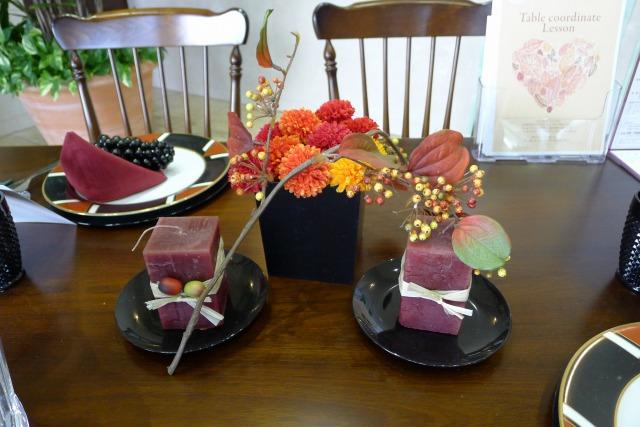 カリモク コロニアルの秋のテーブルコーディネート