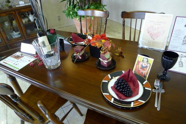 カリモク コロニアルの秋のテーブルコーディネート 2