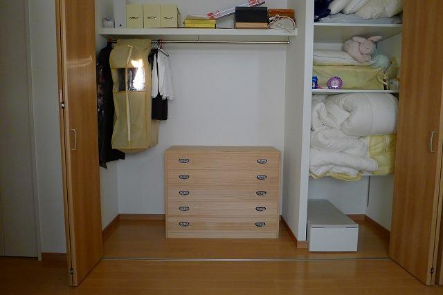 T様のお部屋に大阪泉州桐たんすのクローゼット専用の本物の桐たんす
