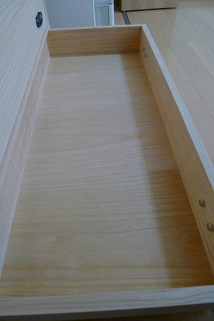 大阪泉州桐たんすのクローゼット専用の本物の桐たんすの引き出しの桐無垢の底板