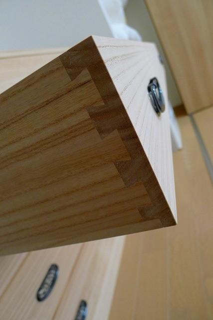 大阪泉州桐たんすのクローゼット専用の本物の桐たんすの引き出し前板の蟻組み