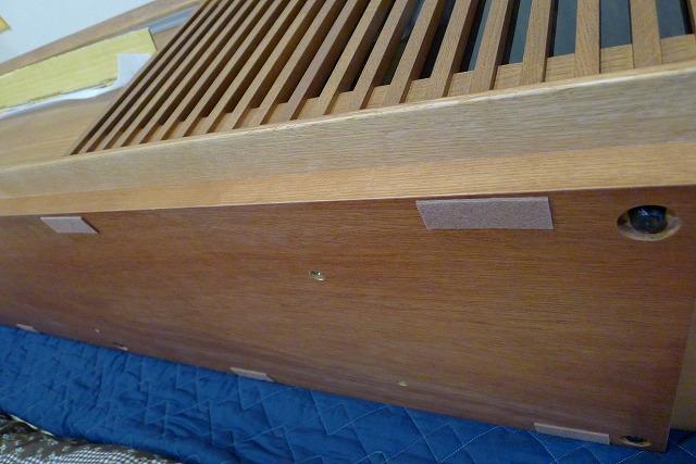 カリモクQU6067MH TVボードの底にフェルトを貼る