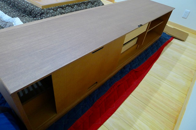 カリモクQU6067MH TVボードの背面