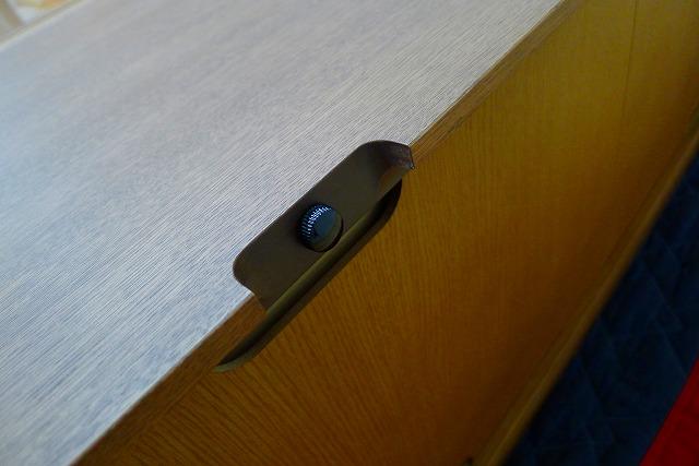 カリモクQU6067MH TVボードの背面のゆりあネジ