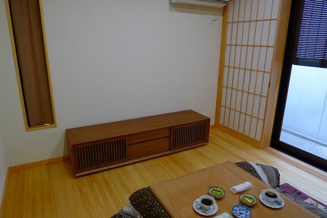 和室にカリモクQU6067MH TVボード