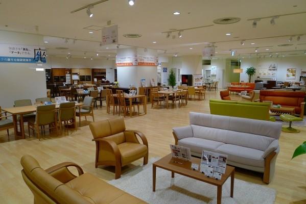 カリモク家具神戸ショウルームの店内展示写真 3