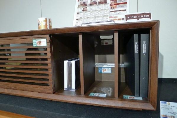 カリモク家具神戸ショウルームのTVボード説明展示写真