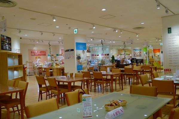 カリモク家具神戸ショウルームの接客コーナー写真