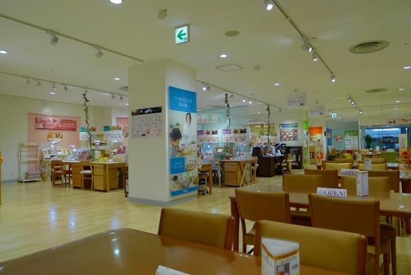 カリモク家具神戸ショウルームの学習デスクコーナー