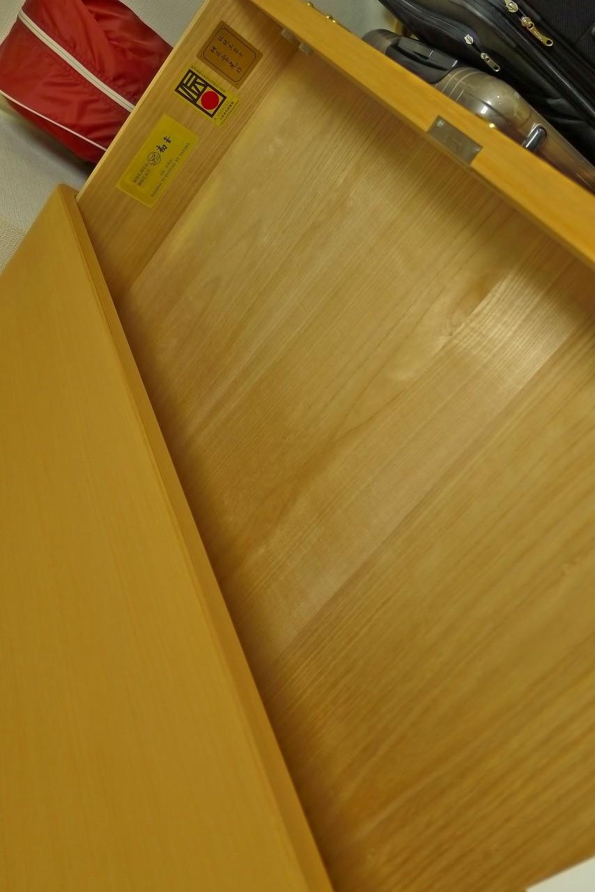 大阪泉州桐箪笥の天地丸小袖タンスの底板の杢目