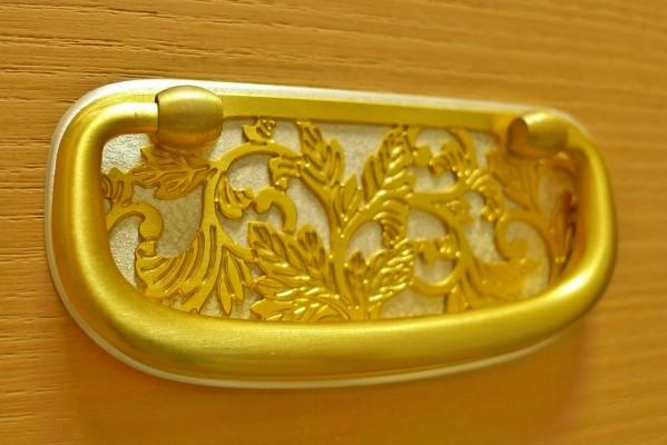 大阪泉州桐箪笥の天地丸小袖タンスの引出しの金具