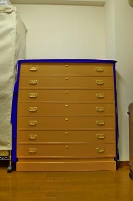 大阪泉州桐箪笥の天地丸小袖タンス用の紫の抱茗荷紋入り油単写真 2
