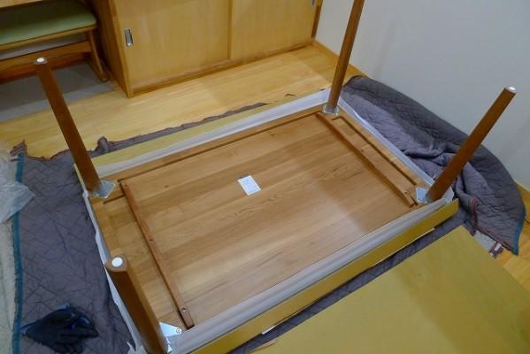 カリモクのダイニングテーブルのDU5320H000の裏側の写真