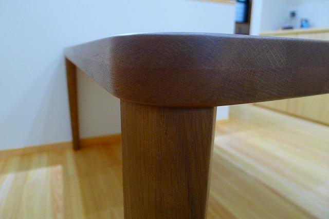 カリモクのダイニングテーブルのDU5320H000の天板の形状