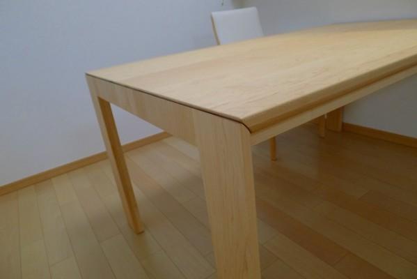 カリモクDU5115P000ダイニングテーブルおしゃれなデザインです。