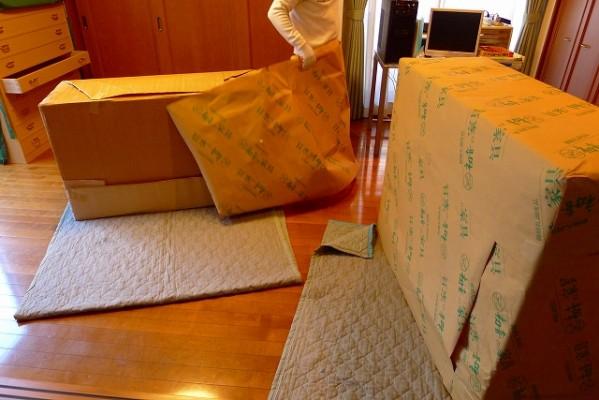 大阪泉州桐たんす 天丸大戸さざ波桐衣装箪笥を運び入れます