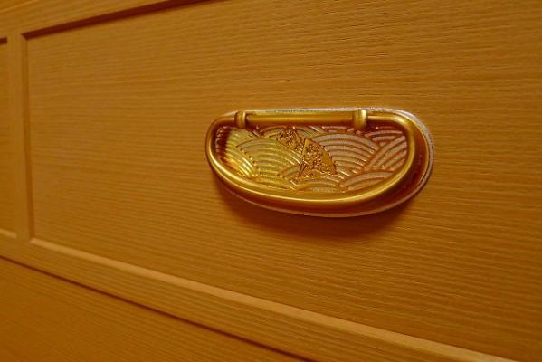 大阪泉州桐たんすの天丸大戸さざ波桐衣装箪笥 引きて金具
