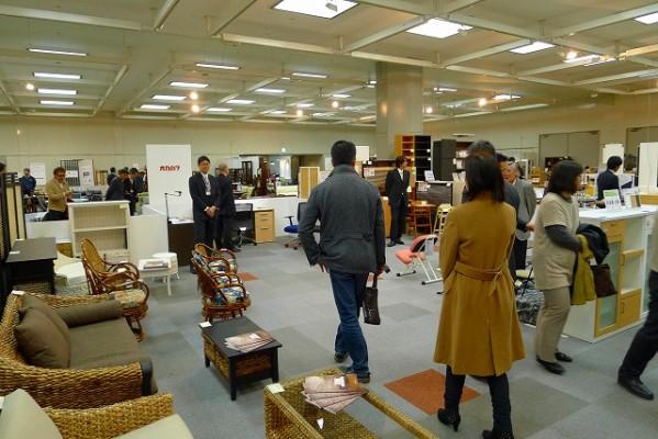 マイドーム大阪で新春のメーカー展示会の模様