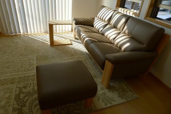 カリモク家具 ソファーZU4853P448とオットマンとサイドテーブルの組み合わせ