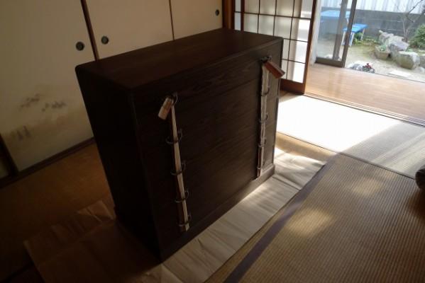 大阪泉州桐箪笥焼桐天丸型五段引出しタンスの運び入れ