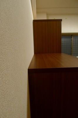 壁に安定させた家具