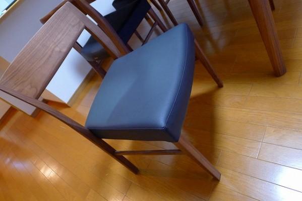 カリモク家具のプレミアム ウォールナットナチュラルのCT5365R543チェアー