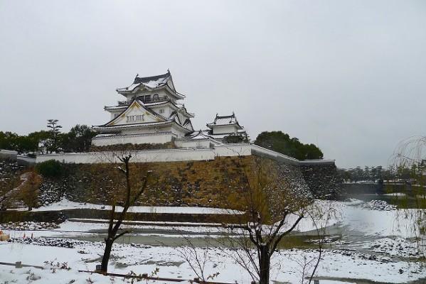 雪の千亀利城(ちきりじょう)とお濠