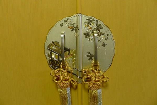 大阪泉州桐箪笥の胴丸衣装たんすの前飾り