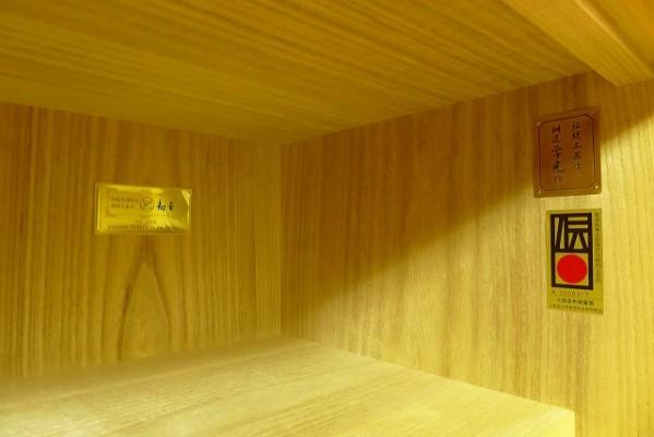 大阪泉州桐箪笥の胴丸衣装たんすの上置き内部