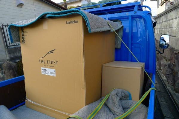 Karimokuのザ・ファーストの梱包された箱