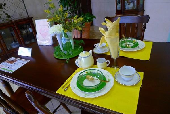 コロニアルシリーズに春のテーブルコーディネート 2