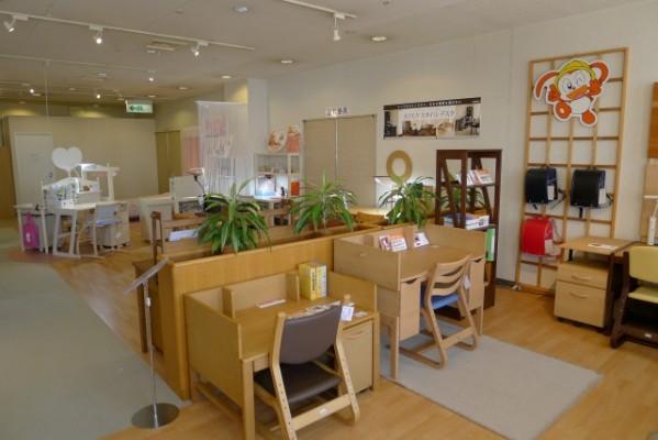 カリモク家具 関西ショウルームデスク展示場 4