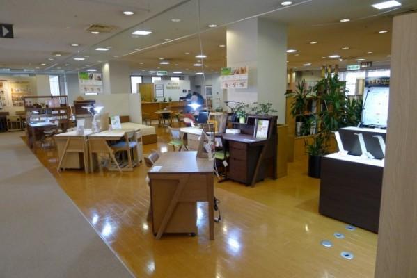 カリモク家具 関西ショウルームデスク展示場 5