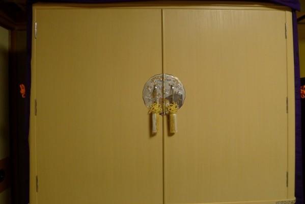 大阪泉州桐箪笥 胴丸御所車衣装箪笥の開き戸