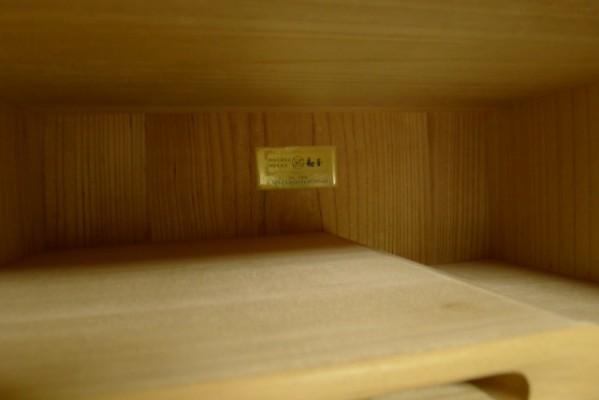 大阪泉州桐箪笥 胴丸御所車衣装箪笥の開き戸の背板桐材