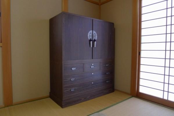 和室と大阪泉州桐箪笥の総桐焼桐盆六衣装箪笥