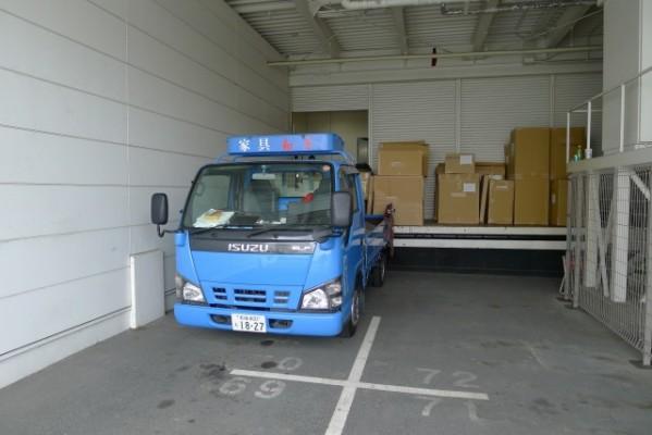 カリモク家具  茨木アウトレット商品の搬入口