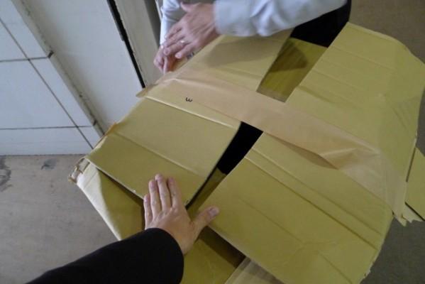 カリモク家具  茨木アウトレット商品の梱包