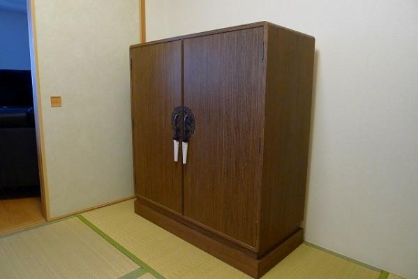 大阪泉州桐たんす焼桐柾目小袖衣装たんす 斜め写真