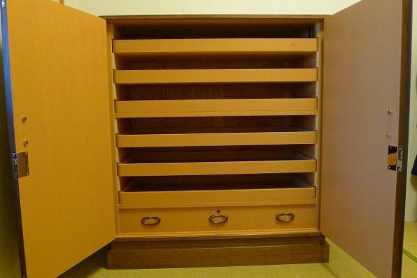大阪泉州桐たんす焼桐柾目小袖衣装たんすの内部