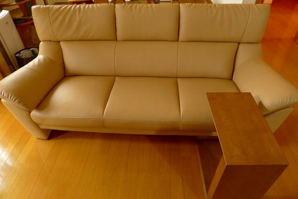 カリモク家具のZT6003H254ソファーとTU1752H000のテーブルCOM