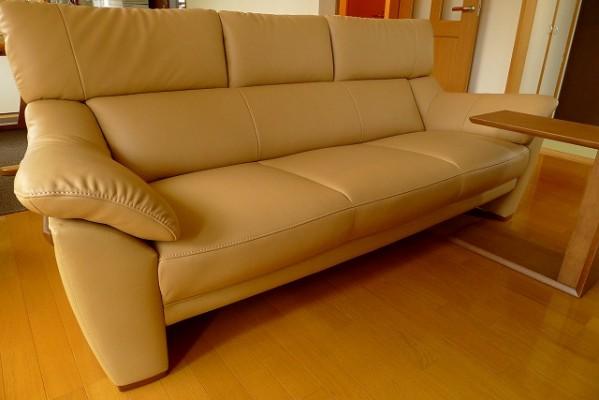 カリモク家具のZT6003H254ソファーとTU1752H000のテーブル