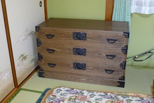 泉大津市のY様に大阪泉州桐タンス焼桐3段時代箪笥をお届けさせていただきました。