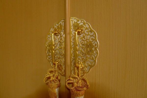 大阪泉州桐箪笥の菊唐草衣装箪笥の前飾り金具