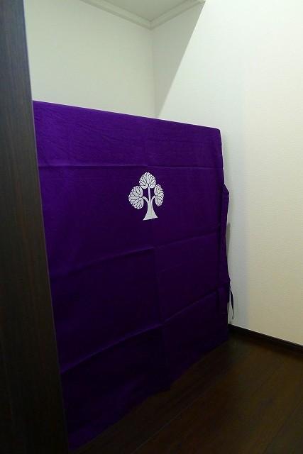 大阪泉州桐箪笥の小振りの別誂えの焼桐衣装箪笥と紫の油単 2
