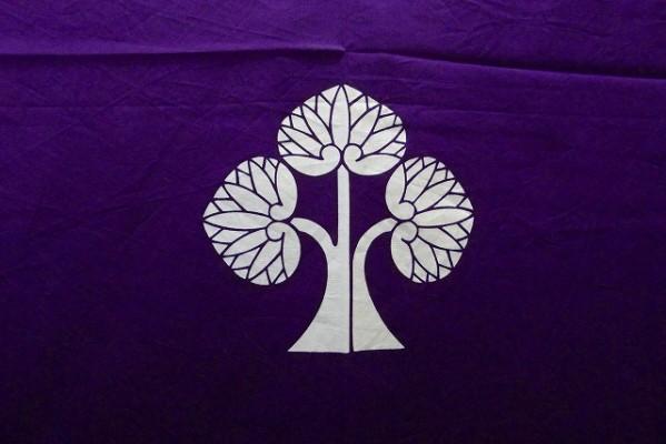 右離れ立葵の紋の染め抜き紫の油単