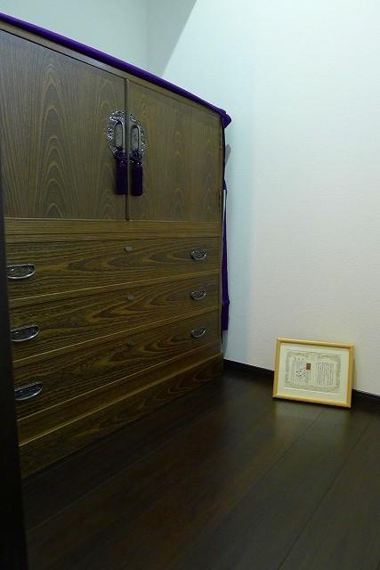 大阪泉州桐箪笥の小振りの別誂えの焼桐衣装箪笥と油単と桐の保証書